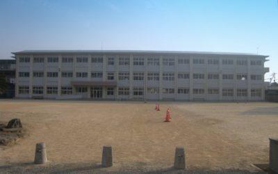 出水中学校校舎外観
