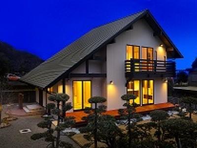 木と大空間につつまれて暮らす家