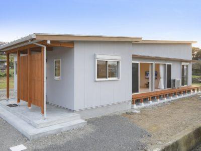 美しい田園風景を望む北側リビングの開放的な家